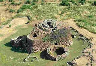 NURAGHE LOSA ABBASANTA. The nuraga opens on the outside with two raised entrances at countryside level: the main one to the south east enters the room of the main tower through a corridor which also links with the rooms of the two side towers; the secondary one to the north enters the room of the back tower which in turn connects on its own by means of a stairway to the peak of the nuraga.