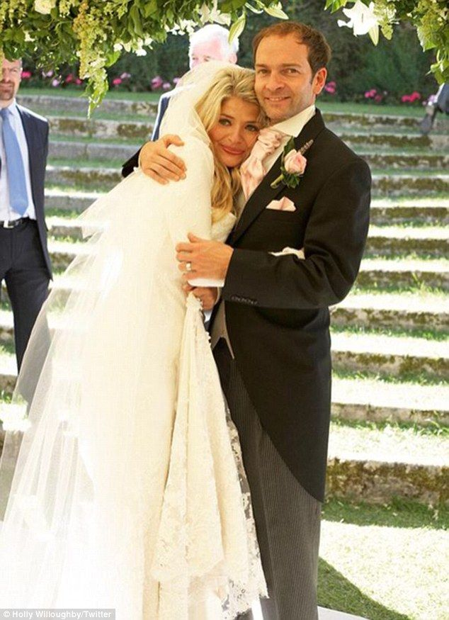Holly Willoughby and husband Dan Baldwin plan to renew their wedding vows | Daily Mail Online
