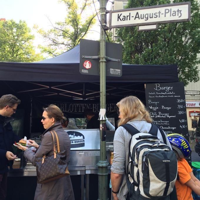 Endlich gibt's #Charlotten #Burger auf dem Markt. #berlin #weloveberlin #welovecharlottenburg #charlottenburg @ Wochenmarkt Karl-August-Platz