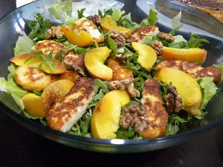 This rocket salad with fried halloumi and walnuts can be made with summer fruit such as figs or peaches and it is so delicious it could star as the main attraction on your dinner table.  #rocket_salad #arugula_salad #halloumi #walnuts #kopiaste