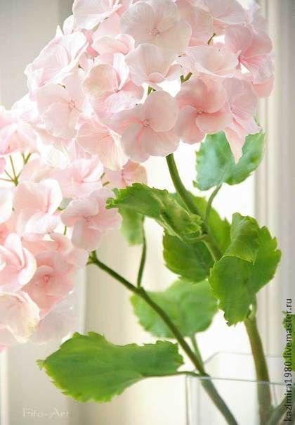 Розовая гортензия. Керамическая флористика. Розовая гортензия, керамическая флористика.    Нежные зефирные цветы гортензии слеплены вручную лепесток за лепестком из специального состава полимерных глин.    Высота веток  43-56см. Диаметр цветов 4-5см.