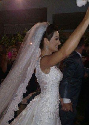 Laura Keller e Jorge Sousa se casam no Rio #Apaixonado, #Atriz, #Brasil, #Casamento, #Cazuza, #Estilista, #Festa, #Gente, #LasVegas, #M, #MiguelFalabella, #Modelo, #Mundo http://popzone.tv/2016/11/laura-keller-e-jorge-sousa-se-casam-no-rio.html