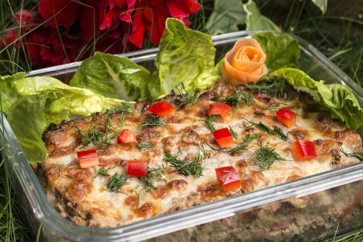 http://vitamincook.com/recipes/мясной-рулет-с-овощами-и-сыром/