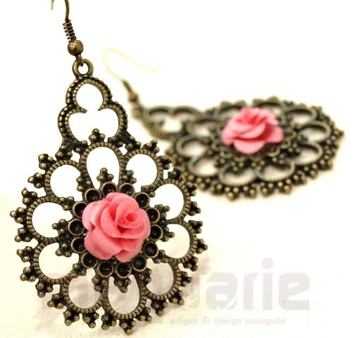 Paper flower earrings by Catarina Coelho
