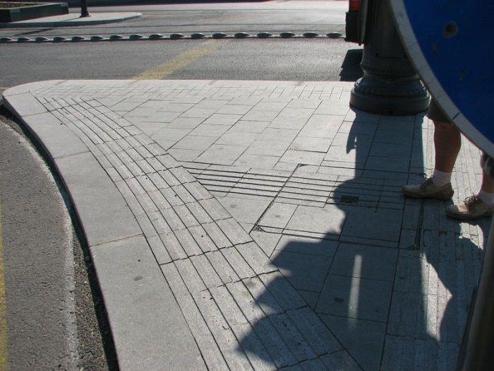 vakvezető rendszer / natural stone tactile indicator system