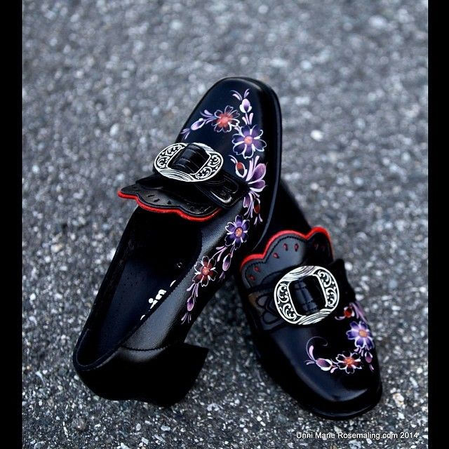 Beautiful painted bunad shoes