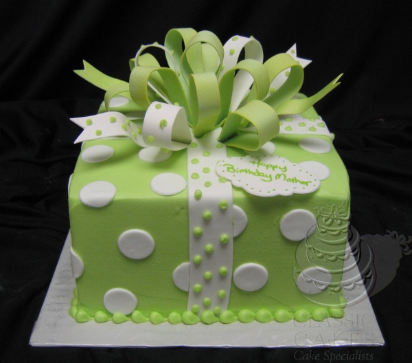 Always loved cakes decorated like presents...