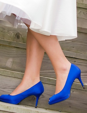 Royal blue heels...perfect something blue for our royal blue and white wedding!  #CupcakeDreamWedding