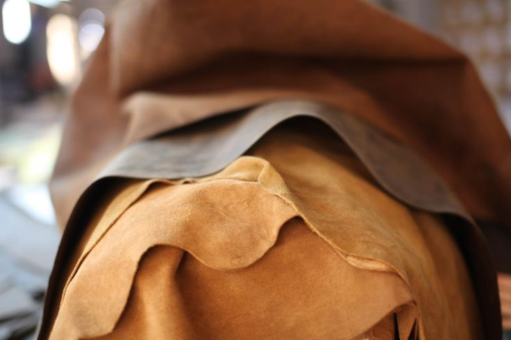 LEATHER The leather we use to make our leather collections is sourced in India. The leather is a bi-product from the food industry. We carefully select our leather hides and use natural, traditional treatments to retain its individual character. Depending on the leather collection, we use either natural vegetable dyes or azo free chemical dyes.