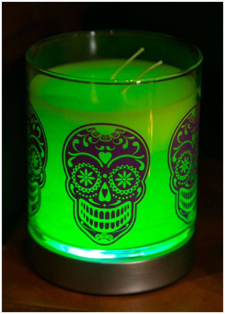 Even unlit the effect of this Hocus Pocus GloLite Jar Candle paired with the PartyLite favorite Color-Changing Base creates an atmosphere that screams Halloween.