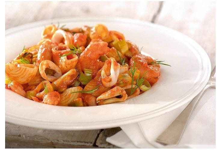 Pipe Rigate met kruidige pastasaus, prei en zeevruchten