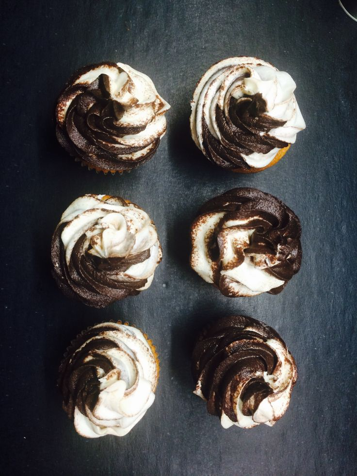 Chocolate & Vanilla Cupcakes by Marika