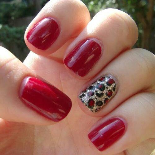 Red nails & a pop of animal print? Nailed it. #fallmanicure #feelfabulous #fallfashion