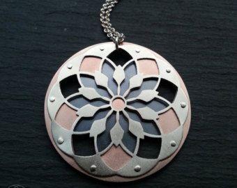 Items op Etsy die op Mandala hanger - handcut sterling zilver, koper en ebony hout - handcrafted geometrische hanger geoxideerd lijken