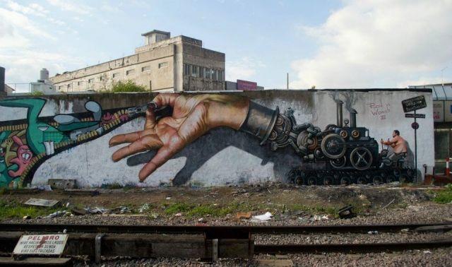 смотрите граффити-рекламу французских молний  Ludo в Париже ставим Лайк кому понравилось!