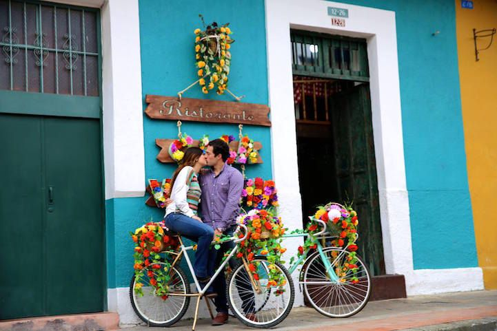 Traveling Photographer Captures Couples Kissing in Public Around the World - My Modern Met