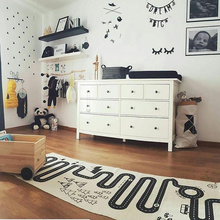 Ideas bonitas para una habitación infantil, como este rincón de @mamizanahoria. Nuestra alfombra circuito y guinalda de letras quedan preciosas. Gracias! #decoandkids