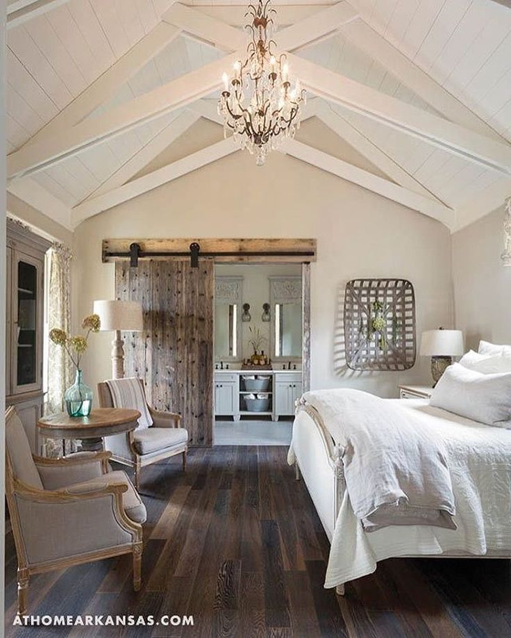 Doing some late night scrolling and stumbled upon this beauty! Probably one of my favorite bedrooms to date! It's been a tough week and being a little under the weather definitely hasn't helped! Hoping a good nights sleep and puppy cuddles will do the trick. Goodnight, friends! ❤️ Photo cred: Pinterest