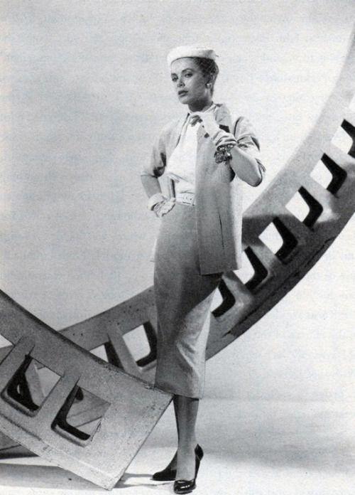 グレイス・ケリーの「リア・ウィンドウ」 -  1954年のエディス・ヘッドによる衣装。