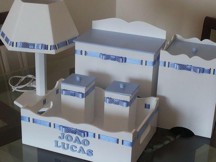 Kit Higiene em Mdf. Confeccionado com tinta esmalte alto brilho. Ideal para a organização do quarto
