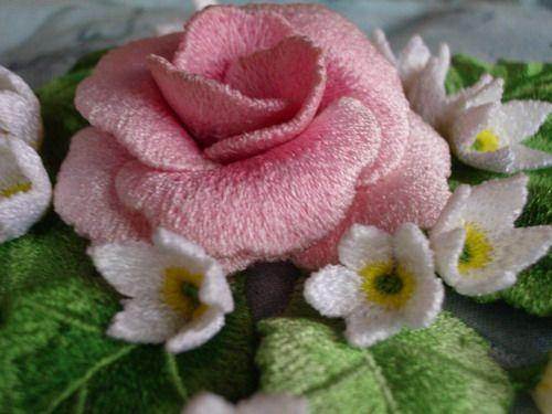 Объемная вышивка -роза