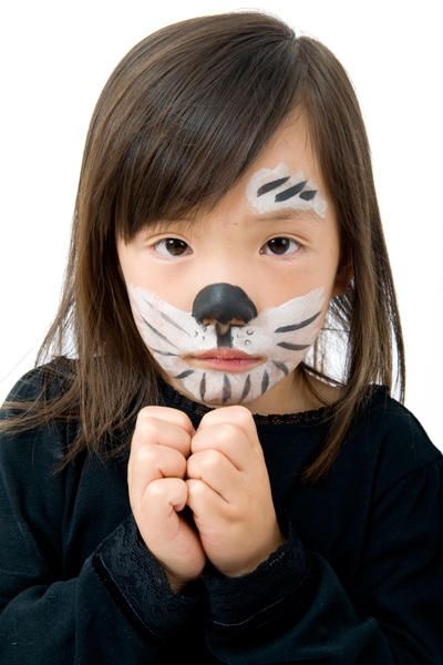 #Tutorial para hacer un maquillaje de perrito dálmata para un disfraz infantil. http://www.guiadelnino.com/juegos-y-fiestas/fiestas-infantiles/8-maquillajes-de-animales-para-disfraces-infantiles