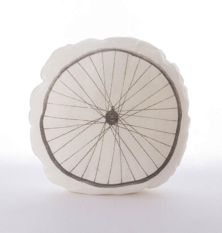 Lniana poduszka koło rowerowe - kolor kremowy. Wymiary: śr. ok 39cm. Ręcznie wykonane. Materiał: 100% len.