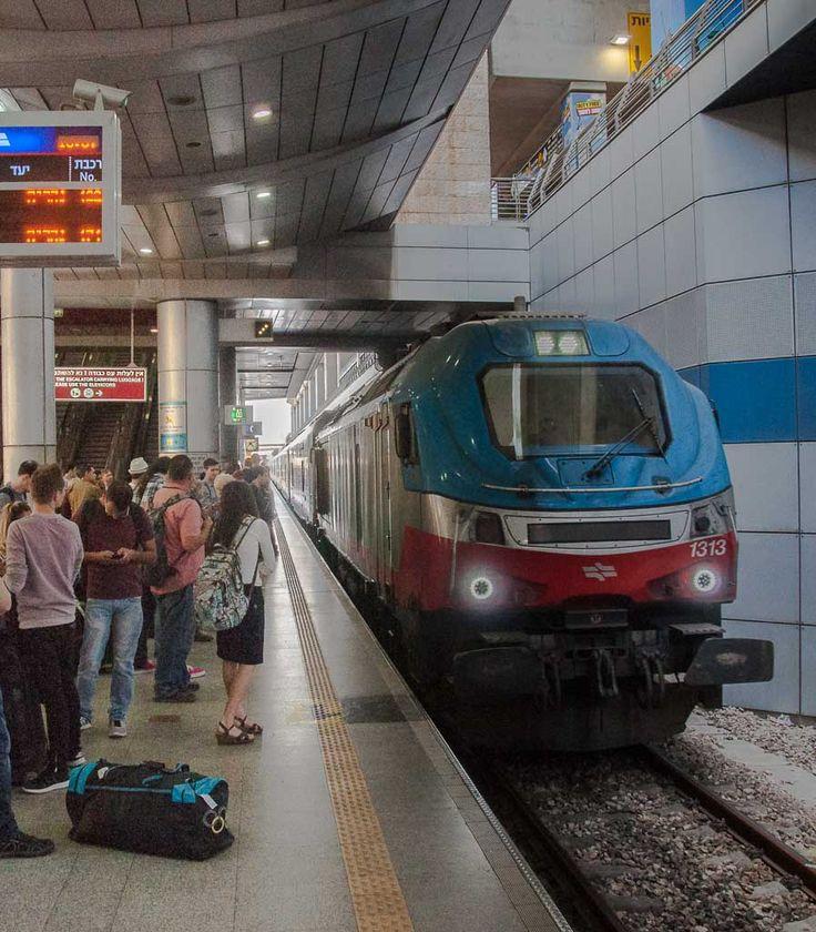 Mit dem Zug vom Ben Gurion Flughafen nach Tel Aviv und weiter. Zugreisetipps. (Blogpost)