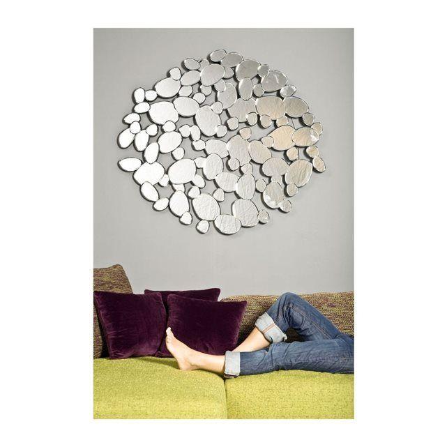 Un miroir comme une pluie torrentielle. Ce miroir très tendance avec son optique de gouttes de pluie est particulièrement décoratif, pas seulement dans la salle de bain. Existe dans plusieurs tailles.35.000000kg120 cm x 3 cm x 120 cmmdf (bois compressé), miroir