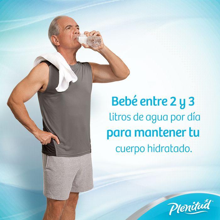 Los síntomas de deshidratación incluyen:  Sequedad de las mucosas. Debilidad. Desasosiego, irritabilidad. Temblores, confusión. Dolores de cabeza. Fatiga y nauseas. La orina aparece más oscura.