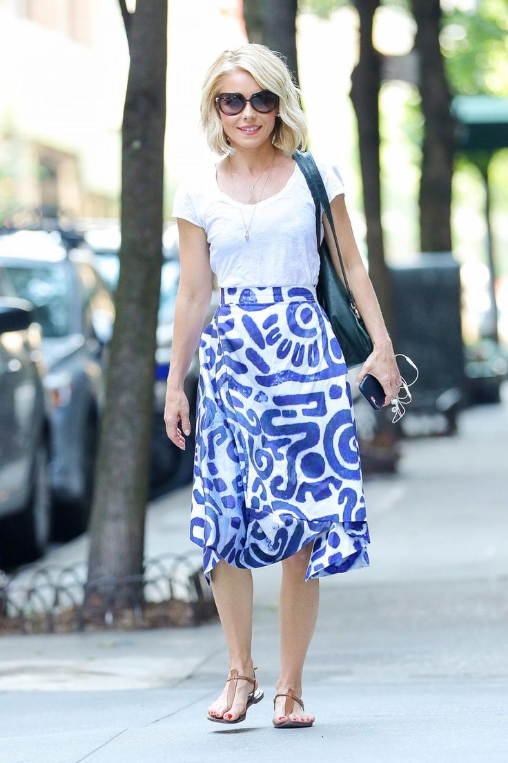 Kelly Ripa wearing Sam Edelman Gigi Sandals