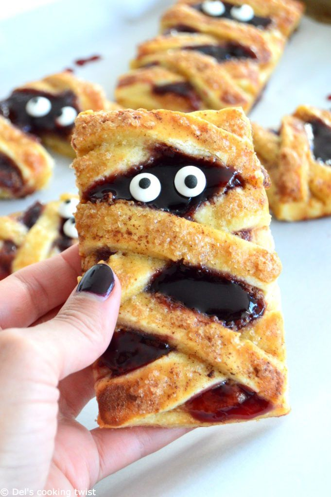 Are you ready for Halloween? If you are still looking for a spooky recipe which tastes as good as it is fun to make, I found the one you need:mummy peanut butter and jelly hand pies! This year wil…