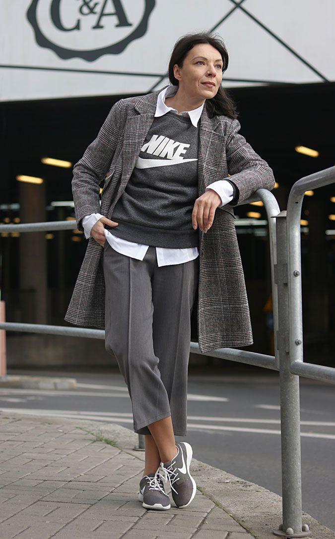 https://minimalissmo.blogspot.com/2018/02/stylizacje-sportowo-eleganckie-201 8.html #fashion #moda #sporty #nike #blouse #shoes #grey #total