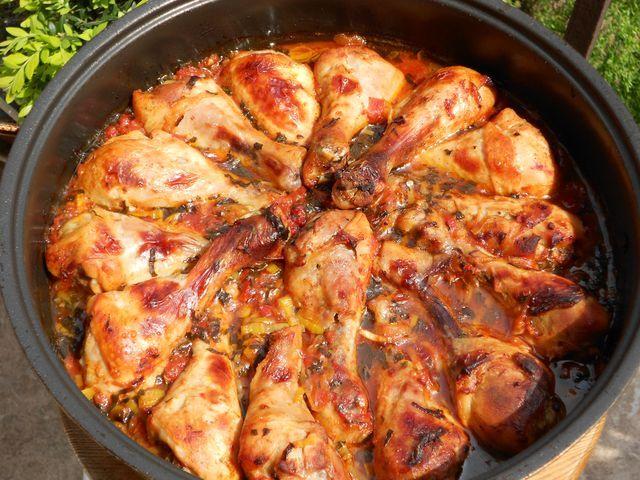 Podudzia kurczaka pieczone w pomidorach z ziołami