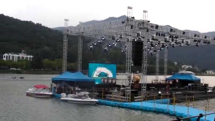 It is a movie clip for floating music stage in Korea. 넥스트플로트의 수상무대 장면입니다.