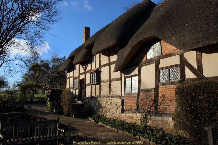 Anne Hathaway's Cottage, Warwickshier, England.