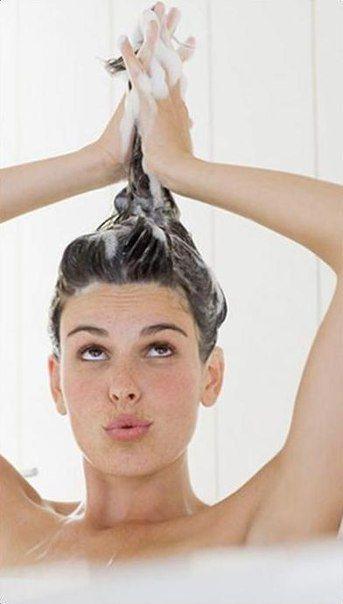 Немного о мытье волос.Что бы волосы блестели, были мягкими и здоровыми нужно их правильно мыть! После посещения салона многим кажется, что волосы такие мягкие и блестящие из-за дорогого шампуня, на са…