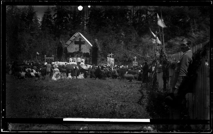 Squamish First Nations at worship VPL Accession Number: 19948 Date: 189- Photographer / Studio: Bailey Bros.. http://www3.vpl.ca/spe/histphotos/