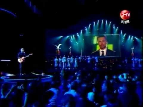 Con homenaje a la historia del Festival y breve mención Felipe Camiroaga abre Viña 2012