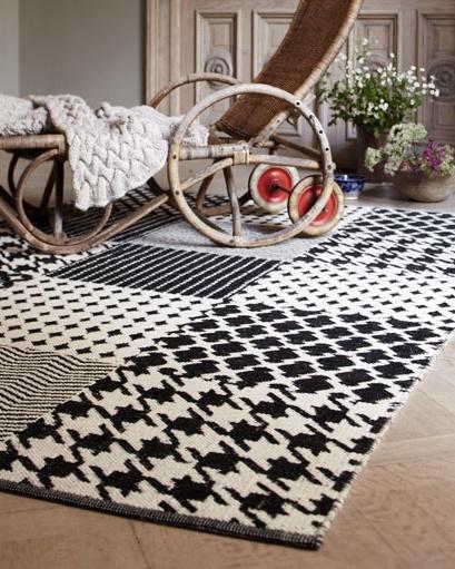 black and white pattern rug: Floors Pattern, This Black, Pattern Rugs Would, Black And White, Black White, White Pattern