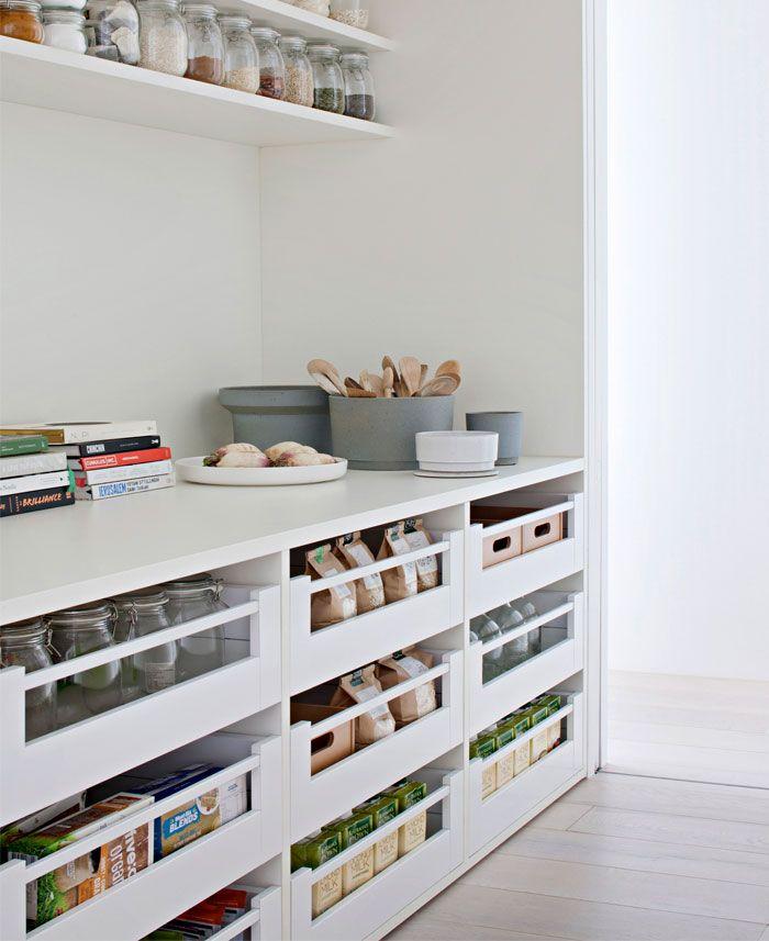 9aec1fa3703cb All-white Family Home by Studio Four | int | Cozinhas modernas ...