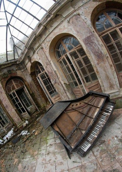 Abandoned palace - Bratoszewice (near Lodz) - Poland... Kind of a weird curved picture but I like it...