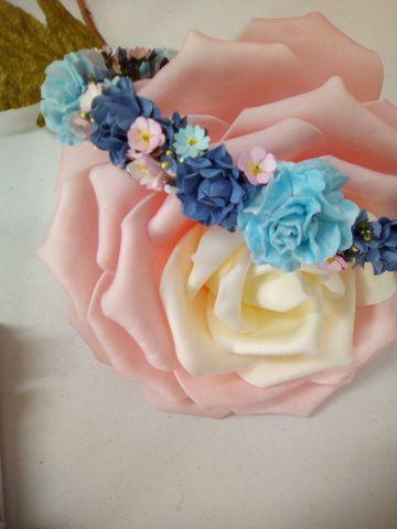 . Coronas de flores para bodas, eventos, primera comunión. Diseño y fabricacion propia. Visita nos calle Montalbán 13 granada. 18002.