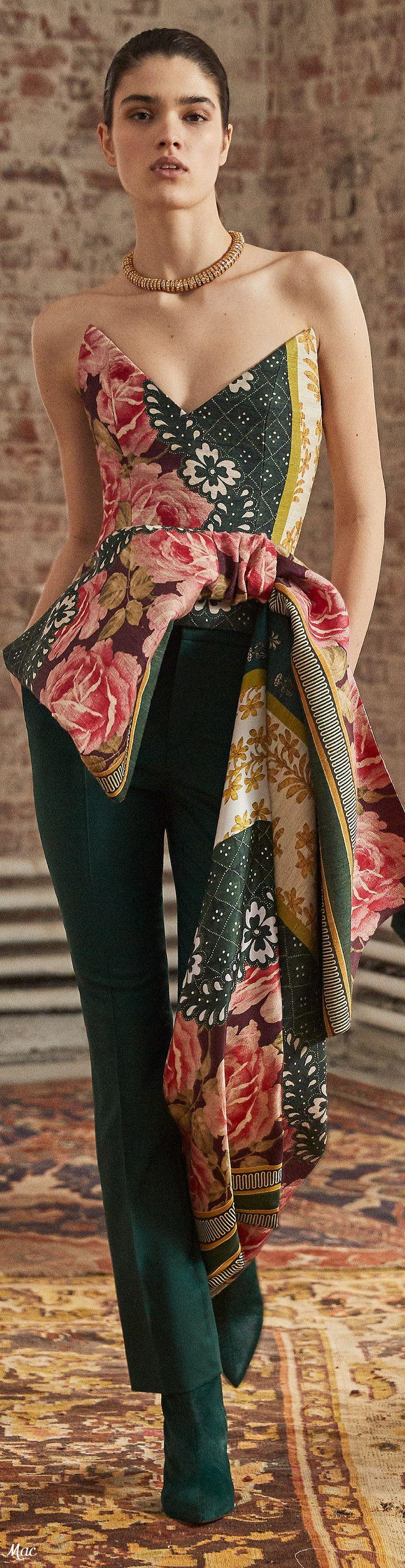 Oscar de la Renta Pre-Fall 2019 #prefall2019 #pf2019 #fashionshow #womenswear #v…