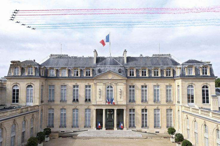 Le palais de l'Élysée est un hôtel particulier parisien, situé au no 55, rue du Faubourg-Saint-Honoré à Paris, dans le 8e arrondissement. Il s'agit du siège de la présidence de la République française et de la résidence officielle du président de la République depuis la IIe République. Wikipedia