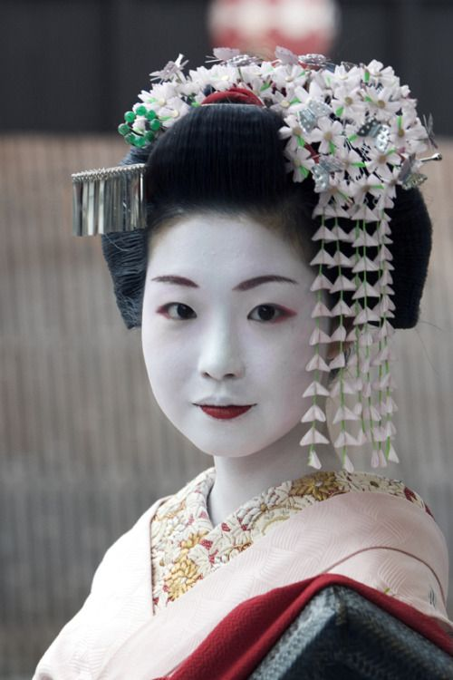 Ichiyuri as a maiko, April 20. 2005.  Japan.  Photography by Bill Resto on Flickr