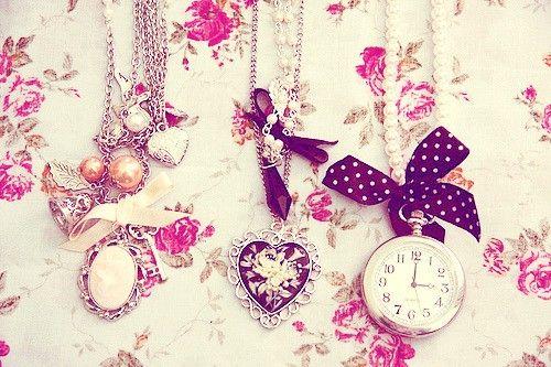 #Clock#Time#ClassicDecoration#LadyBritish#Flowers#Beautiful