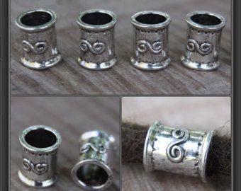 Berg Dreads  https://www.instagram.com/mountaindreads  10 Tibetaanse stijl zilveren Dreadlock Hair kralen  7mm/0.28 inch gat  KRAAL maat ongeveer 9,5 x 7 x 9,5 mm   Specialist in Dreadlock kralen sinds 2005. We hebben aan meer dan 70 landen over de hele wereld verkocht!  Ieders dreadlocks zijn verschillend, en iedereen heeft hun eigen stijl. We voorraad kralen in een verscheidenheid van materialen en ontwerpen met gat grootte variërend van 5mm naar 17mm.  Hopelijk vind je iets om aan te…