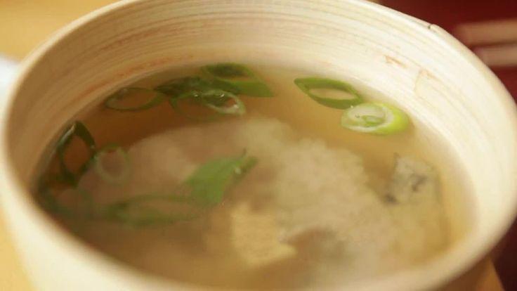 Загадочная японская кухня раскрывает свои секреты. Как приготовить дома мисо суп с вакаме, даси и тофу. Подробный видео рецепт.