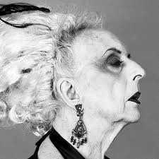 Quentin Crisp Quentin Crisp, was an English writer and raconteur. From a conventional suburban background, Crisp grew up with effeminate tendencies, which he flaunted by parading the streets in make-up and painted nails, and working as a rent-boy.